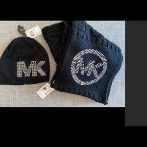 Michael Kors Acrylic infinity scarf and hat